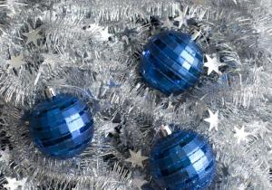 xmas_decorations_and_tinsel